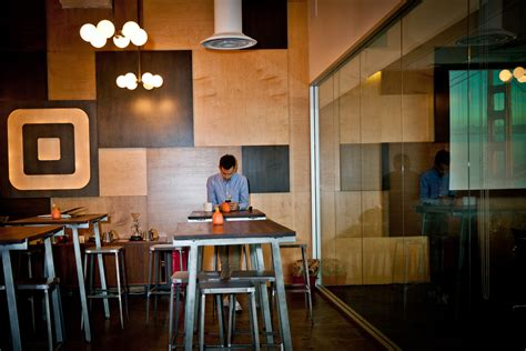 At One of Tech?s Hottest Startups, a Huge New Office Aims