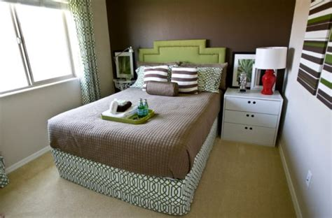 small bedroom color schemes how to deal with a small bedroom