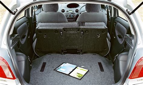 Toyota Yaris Back Seat Fold Toyota Yaris Hatchback 1999 2005 Features Equipment