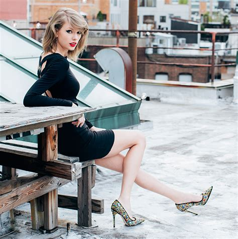 taylor swift country chart history chart check taylor swift speeds past 1 million mark with