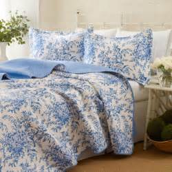 Blue Coverlets For Beds Bedding Bedford Blue Quilt Set Coverlets Quilts