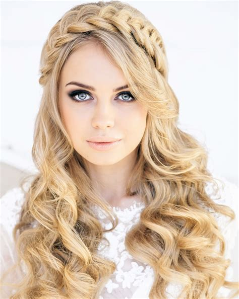 Wedding Hairstyles Based On Dress by The Best New Wedding Hairstyles Ideas For Every Length