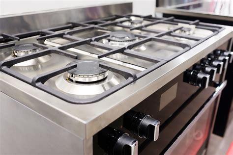 Oven Kompor Ukuran Besar ikuti 4 tips membersihkan oven besar model built in dengan kompor