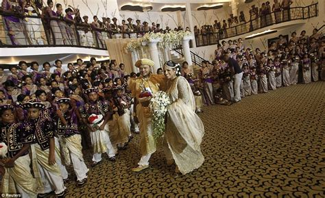World Record For Most Marriages Spectacular Sri Lankan Wedding Is The World S With 126 Bridesmaids 25 Best