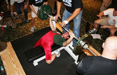 arching back during bench press arching back while bench pressing images