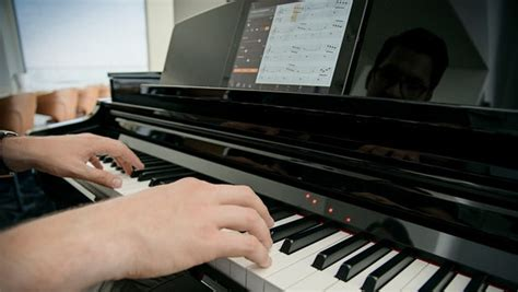 Luxeed Keyboard Lights Up Your by Yamaha Lights Up The Piano Learning With New