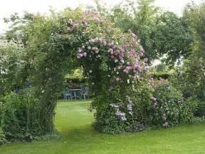 installer une arche de fleurs