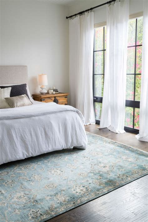where to put rug in bedroom 25 best ideas about bedroom rugs on pinterest rug