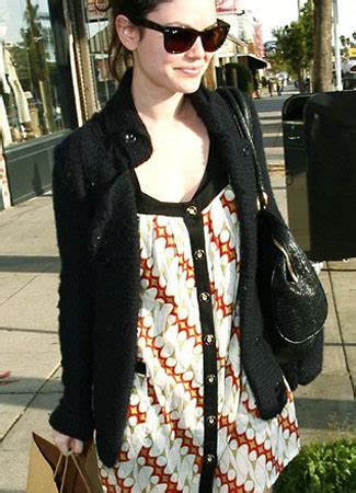 Batik Denada 02 4 selebriti cantik dunia yang pakai batik wartainfo