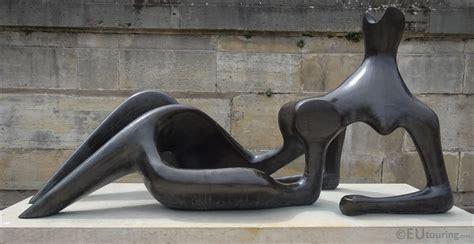 reclining figure sculpture inside jardin des tuileries