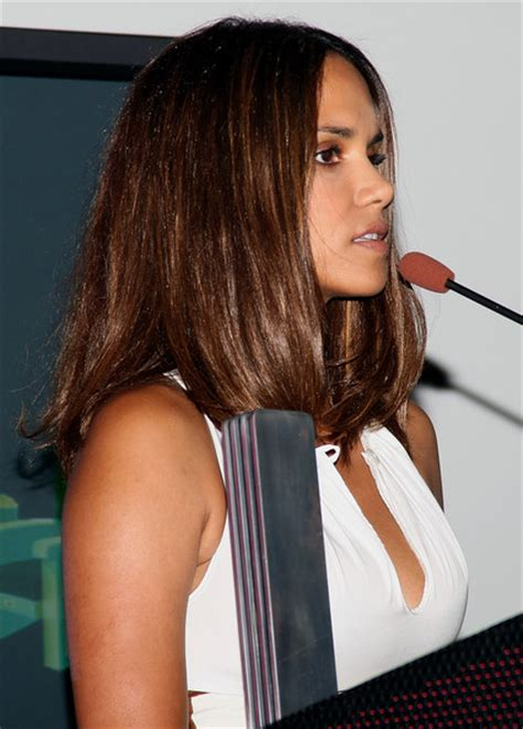 How Does Halle Berry Straighten Her Hair | halle berry straight hair halle berry hair zimbio