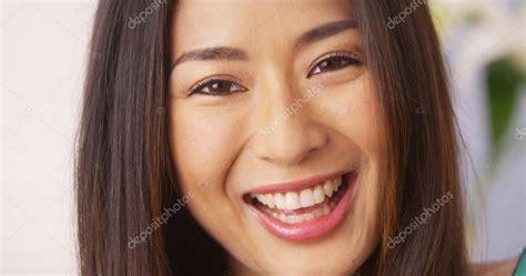 imágenes de japonesas lindas mulher japonesa bonita sorrindo e rindo fotografias de