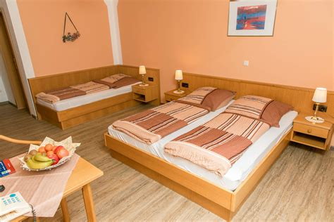 terrasse oder balkon dreibettzimmer mit balkon oder terrasse