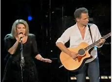 "Stevie Nicks and Lindsey Buckingham Sing ""Landslide"" Live ... Mac's"