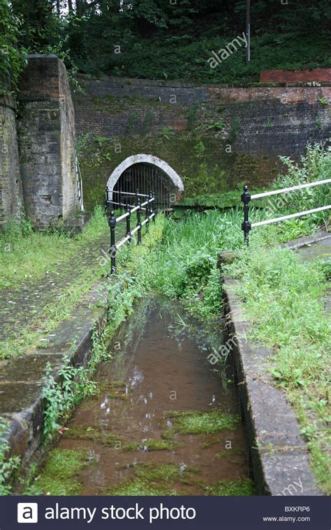 north entrance  harecastle tunnel trent  mersey canal