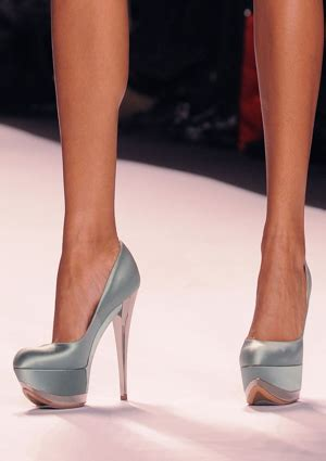 extremely high heels study don t notice when wear heels essence
