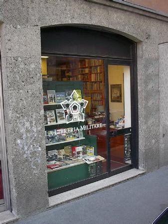 libreria militare la vetrina della libreria militare in via vigna anglo via