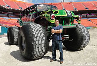 trucks grave digger crashes hanging with grave digger madusa and el diablo a crash
