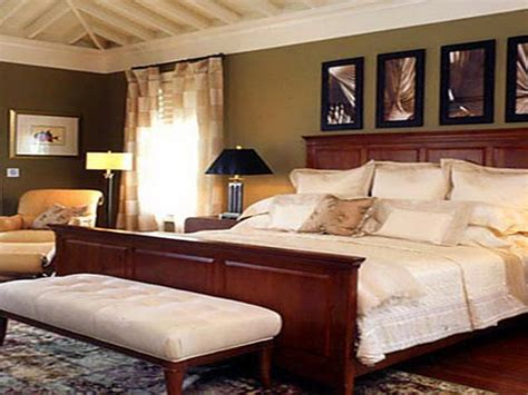 Master Bedroom Wall Decor Ideas by Master Bedroom Decorating Ideas Which Can Provide
