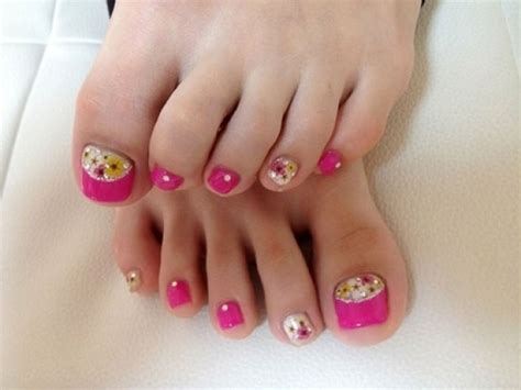 Simple Toenail by 15 Toe Nail Designs Creative