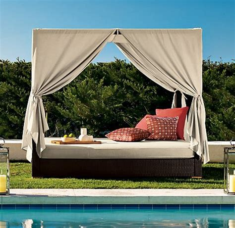 Outdoor Canopy Bed | 30 outdoor canopy beds ideas for a romantic summer