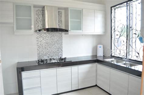 Cabinet Atas tips membuat dapur mungil menjadi terasa lebih luas