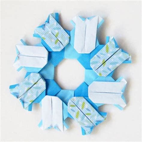 origami wreaths to celebrate a baby or