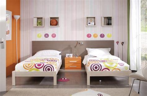 como decorar una habitacion juvenil alargada camas individuales sencillas muebles anto 241 225 n