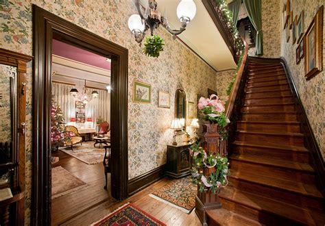 23 gorgeous christmas staircase decorating ideas 23 gorgeous christmas staircase decorating ideas2014