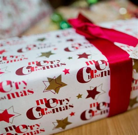 weihnachtsgeschenke kaufen weihnachtsgeschenke kaufen die deutschen lieber im laden