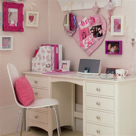 White Desks For Bedrooms by Bedroom Home Furniture Design Of White Desk Designed With Drawers Plus White Chair And Pink