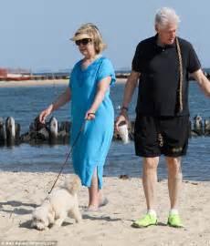 Hidden Backyard Pool Bill And Hillary Clinton Spend 100k Renting Amagansett