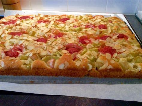 rabarber bloem kookenbak nl 187 rabarber aardbeien gebak