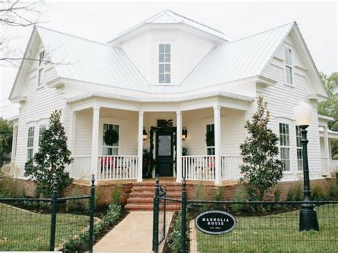 magnolia house b b slideshow fixer upper couple opens cutest b b in texas and demand is nuts