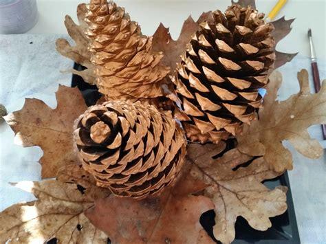 centrotavola natalizio e un po di fai da te come fare un centrotavola di natale con foglie e ghiande