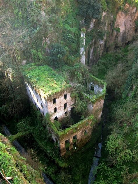 Abandoned Places In The World | deshoda most beautiful abandoned places in the world