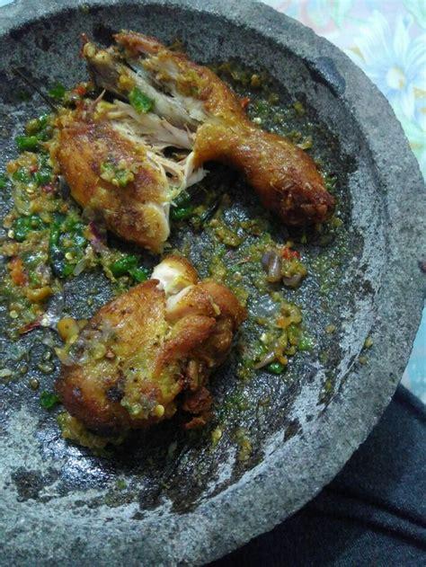 resep geprek spesial  ayam cabe ijo sampai telur