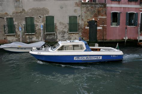 pictures of police boats file venice police boat jpg wikimedia commons