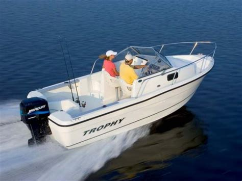 trophy boats 1802 walkaround specifications boats specifications