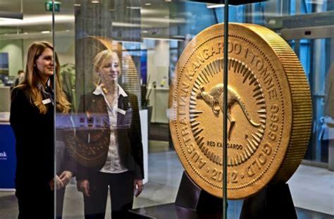 bw bank weilimdorf die australische goldm 252 nze im foyer der bw bank das