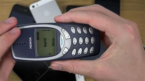 Nokia 3310 Sekarang wah nokia 3310 lagi digandrungi cewek nih sekarang ternyata alasannya bikin tercengang