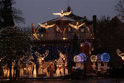 christmas lights in the city of logan the logan square house is as spectacular as this year logan square chicago