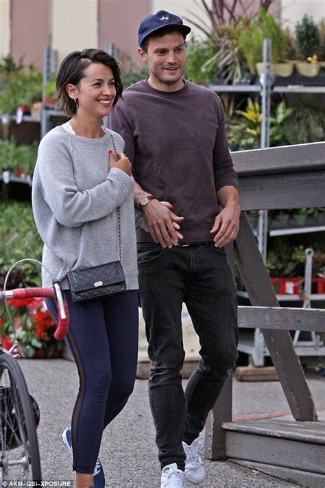 jamie dornan jego zona jamie dornan and wife amelia grab takeout for dinner in