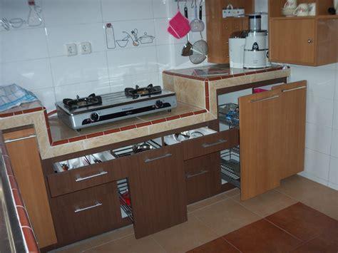 Rak Dapur ciptakan nyaman di dapur dengan kitchen set yang kompak