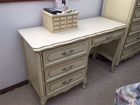 cream french bedroom furniture i have a henry link cream french provencial bedroom set
