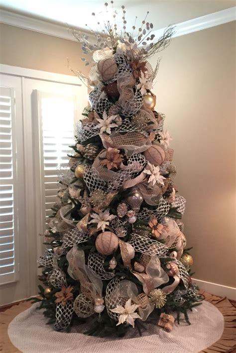 Decorating Tree With Burlap Ribbon by Best 25 Burlap Tree Ideas On Burlap Decorations Burlap