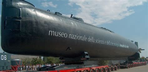 interno sottomarino grande festa per i dieci anni toti a il