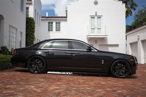 roll royce wraith on rims granite black wheels fit rolls royce ghost nicely carscoops