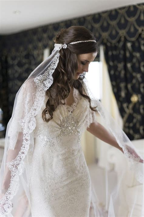 Wedding Hairstyles Wearing A Veil by How To Wear A Mantilla Veil On Your Wedding Day