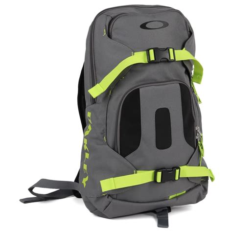 day backpack reviews oakley snowmad day backpack evo